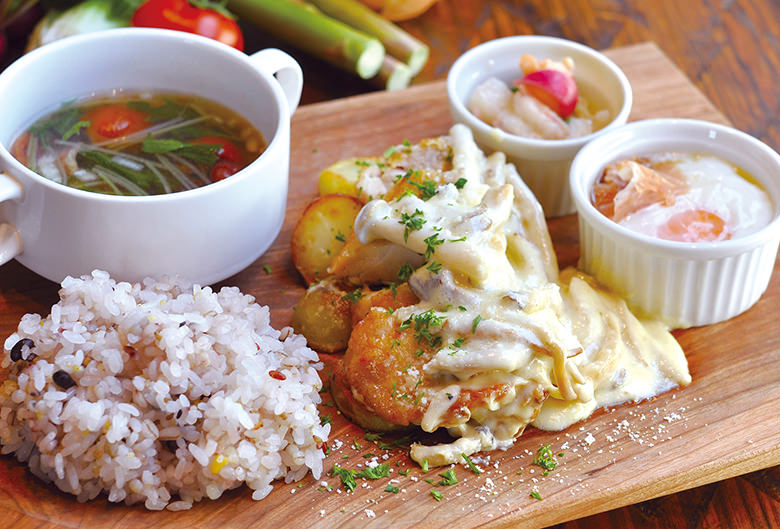 大山鶏のグリルプレート トリュフクリームソース
