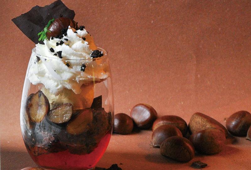 渋皮栗と ダークチョコムースのパフェ